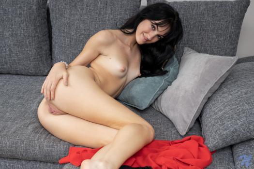 Nubiles.net--Photo- Naturally Sexy