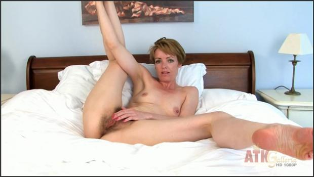 Auntjudys.com- Maria bares and spreads all