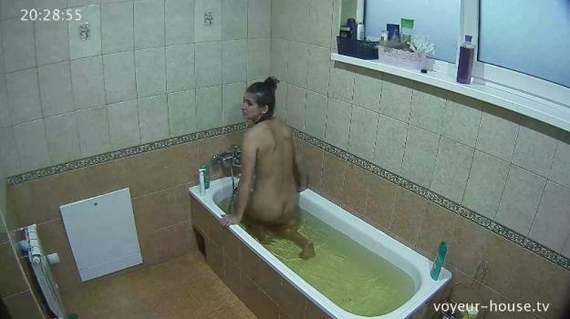Voyeur-house.tv- Maria evening bath july 9