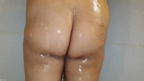 Xl girl with great tits taking a shower | Latin Rain