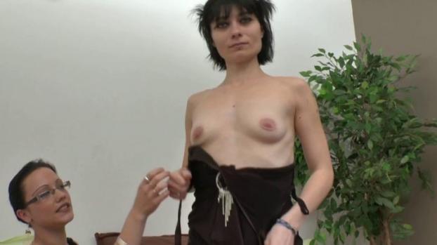 Lafranceapoil.com- Depucelage anal pour Mandy, ancienne amatrice porno sur le retour.
