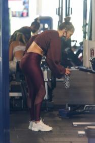 jennifer-lopez-pictured-while-working-out-in-a-alexs-new-ufc-gym-in-miami-46.jpg