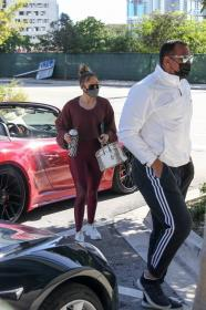 jennifer-lopez-pictured-while-working-out-in-a-alexs-new-ufc-gym-in-miami-37.jpg