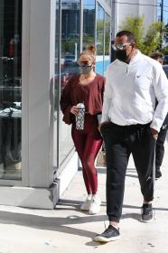 jennifer-lopez-pictured-while-working-out-in-a-alexs-new-ufc-gym-in-miami-29.jpg