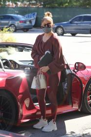 jennifer-lopez-pictured-while-working-out-in-a-alexs-new-ufc-gym-in-miami-25.jpg