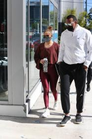 jennifer-lopez-pictured-while-working-out-in-a-alexs-new-ufc-gym-in-miami-23.jpg