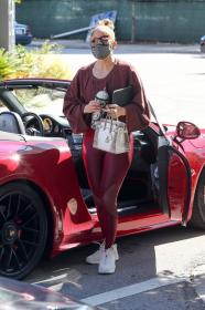 jennifer-lopez-pictured-while-working-out-in-a-alexs-new-ufc-gym-in-miami-22.jpg