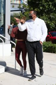 jennifer-lopez-pictured-while-working-out-in-a-alexs-new-ufc-gym-in-miami-12.jpg