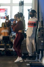 jennifer-lopez-pictured-while-working-out-in-a-alexs-new-ufc-gym-in-miami-06.jpg