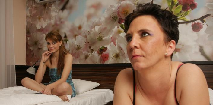 Mature.nl- Young lesbian likes to play with older lesbians