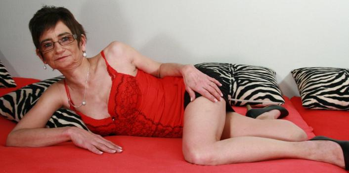 Mature.nl- Horny mom plays with her pussy