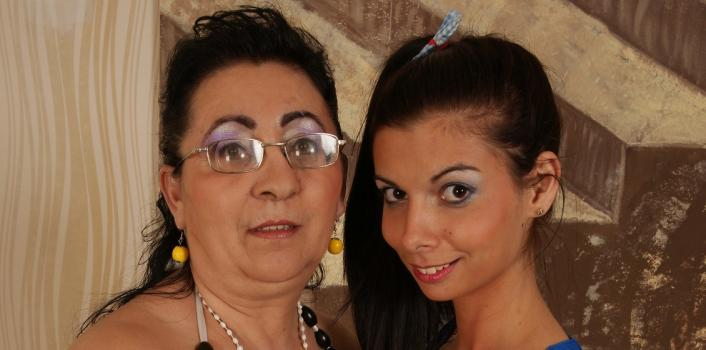 Mature.nl- Horny lesbian couple playing with eachother