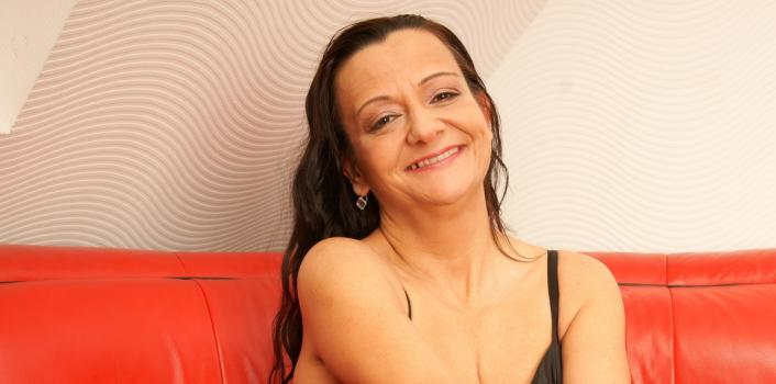 Mature.nl- Naughty mom loves to play with her big dildo
