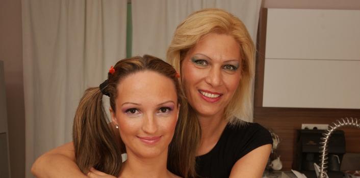 Mature.nl- Mature lesbian licks young girls ass