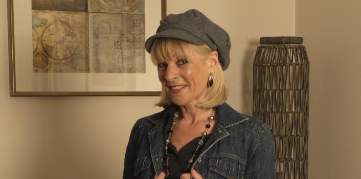 Mature.nl- Horny British lady plays with herself
